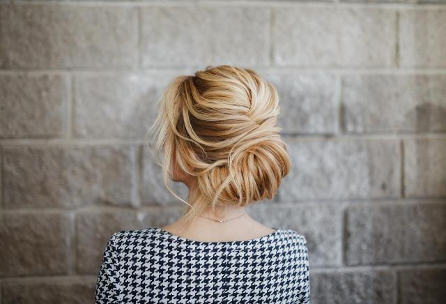 Fryzury ślubne 2020 - Najnowszy katalog fryzur idealnych na ślub i wesele