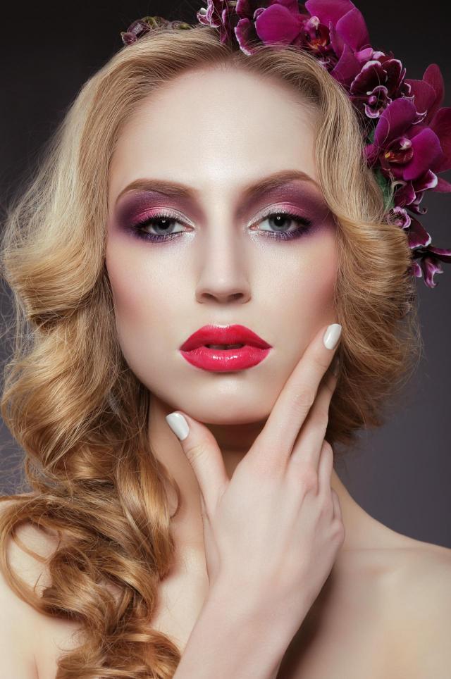 makijaż na lato, makijaż na co dzień, makijaż dla blondynek, makijaż smoky eyes, makijaż twarzy