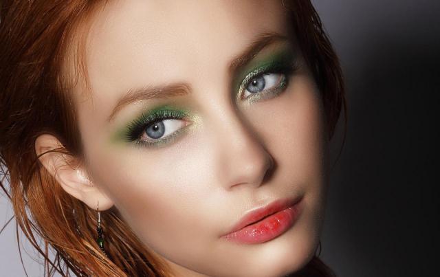 makijaż smoky eyes, makijaż twarzy, makijaż na lato, makijaż na co dzień, makijaż dla blondynek