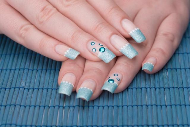 paznokcie, paznokcie kolory, paznokcie na lato, modne kolory paznokci, paznokcie wzory