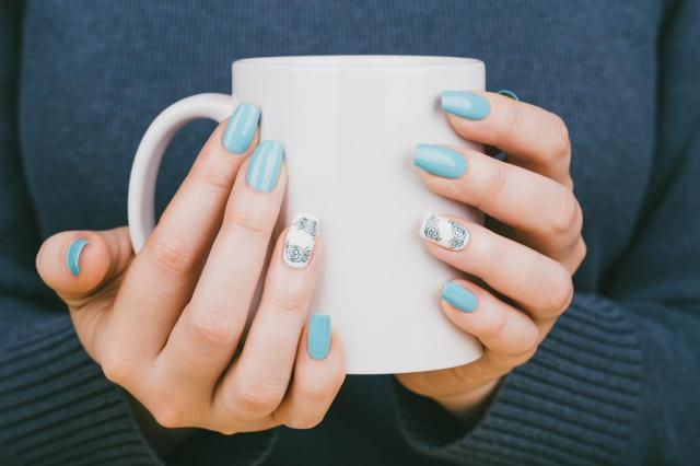 modne kolory paznokci, paznokcie wzory, paznokcie, paznokcie kolory, paznokcie na lato
