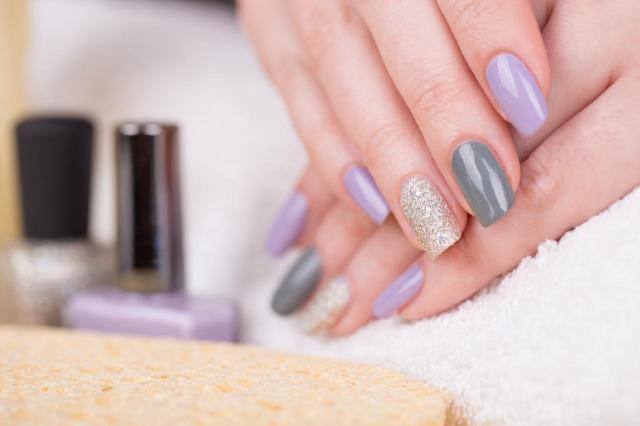 paznokcie kolory, paznokcie na lato, modne kolory paznokci, paznokcie wzory, paznokcie
