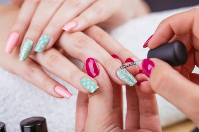paznokcie wzory, paznokcie, paznokcie kolory, paznokcie na lato, modne kolory paznokci