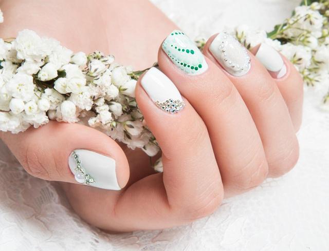 zdobienie paznokci, modne kolory paznokci, paznokcie wzory, paznokcie na lato, paznokcie, paznokcie kolory