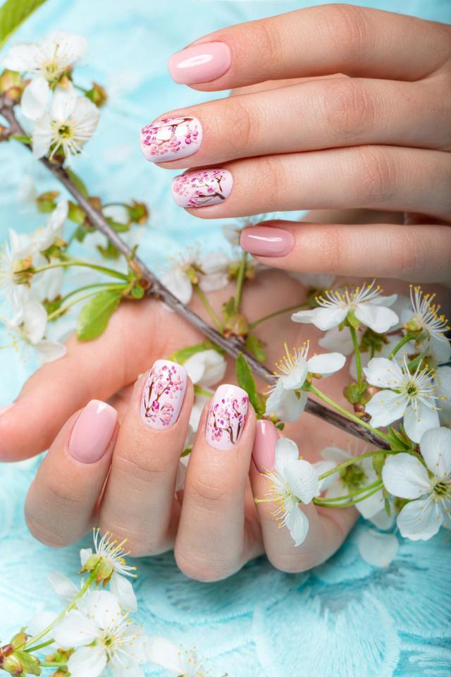 paznokcie na lato, paznokcie, paznokcie kolory, zdobienie paznokci, modne kolory paznokci, paznokcie wzory