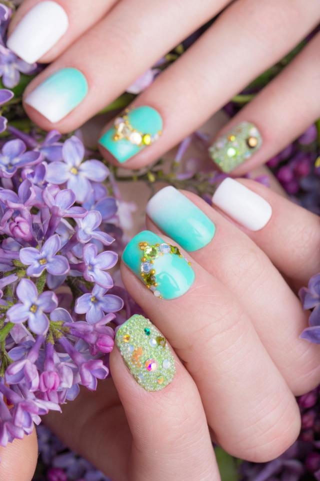 paznokcie, paznokcie kolory, zdobienie paznokci, modne kolory paznokci, paznokcie wzory, paznokcie na lato