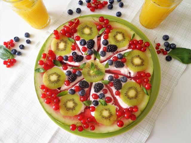 Przepis na arbuzową pizzę z owocami i jogurtem