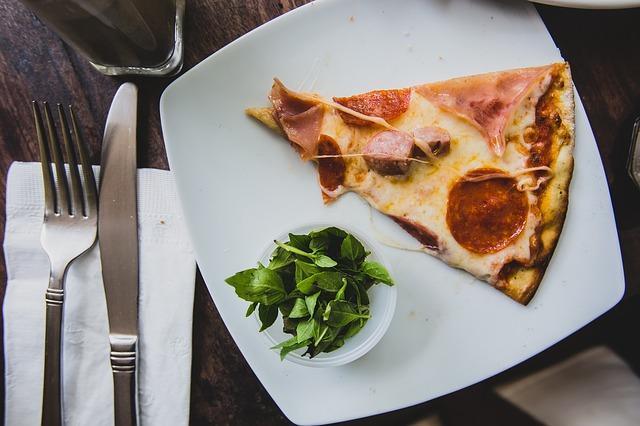 Prosty przepis na domową pizzę