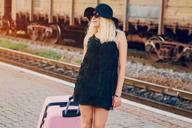 Wakacyjny wyjazd: co powinno znaleźć się w walizce przyszłej mamy?