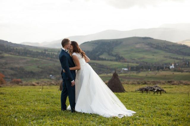 Jak dobrze wyjść na zdjęciach ślubnych? Tym parom wyszło to perfekcyjnie!