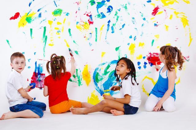5 zalet wysłania dziecka do przedszkola, które dają radość matce