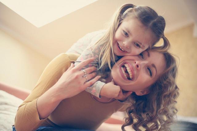 5 cech nadopiekuńczych matek, które wkurzają dzieci i mężów