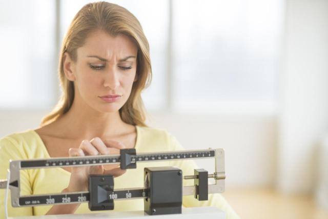 Jak pozbyć się zbyt dużego brzucha? Skuteczny poradnik dla leniwych