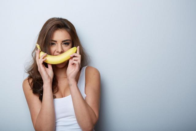 Banan leczy i pielęgnuje skórę. Poznaj domowe sposoby na maseczki