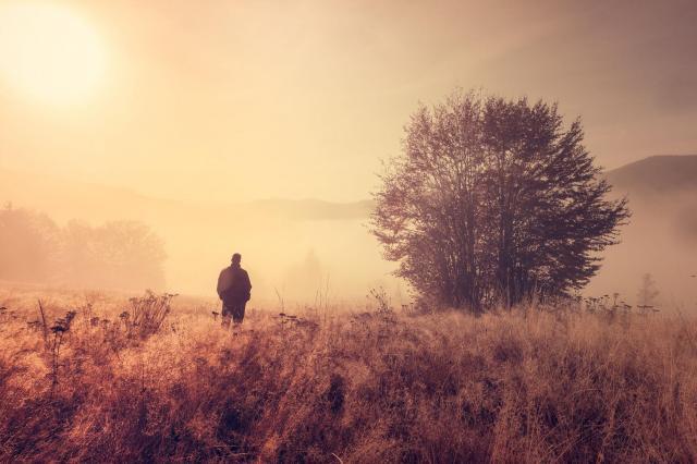 Jak radzić sobie z uczuciem samotności? 5 rad, które warto wprowadzić w życie