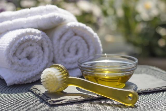 Jak samodzielnie zrobić olejek do oczyszczania twarzy - przepis
