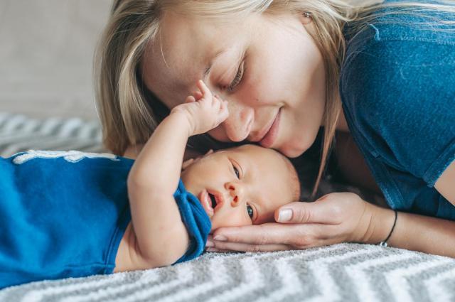 Zmagasz się z częstymi kolkami u niemowlęcia? Sprawdź, jak sobie z nimi radzić!