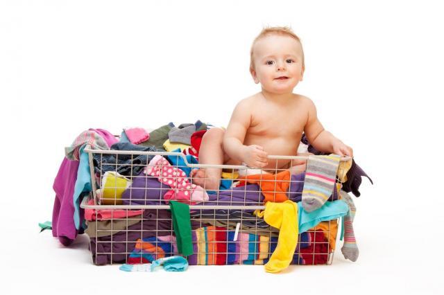 Co zrobić ze starymi ubraniami dziecka? Poradnik dla mam