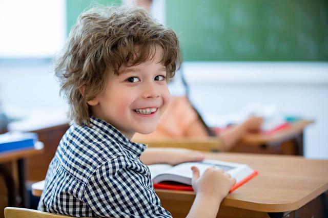 Zdrowe zęby dziecka - co powinno jeść w szkole?