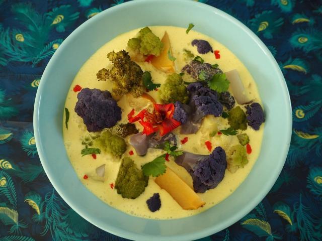 Rozgrzewające curry z jesiennymi warzywami