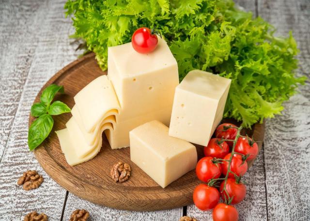 4 powody, dla których powinniśmy jeść żółty ser