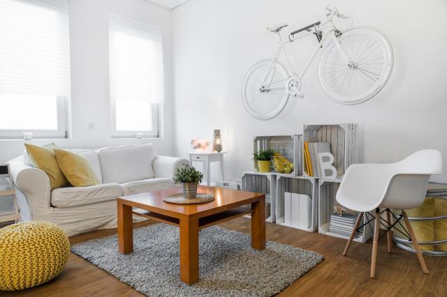 Jak urządzić nieduży salon? 10 pomysłów na salon ze kompletem wypoczynkowym