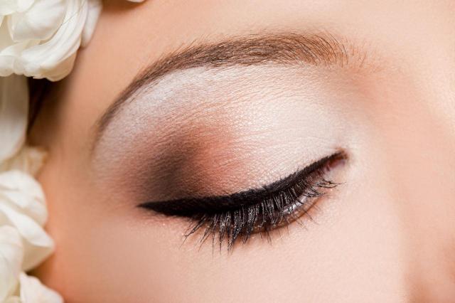 makijaż smoky eyes, makijaż wieczorowy, makijaż, makijaż dla blondynek
