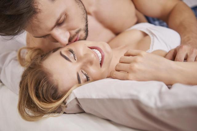 4 małe rzeczy, które on uwielbia podczas stosunku