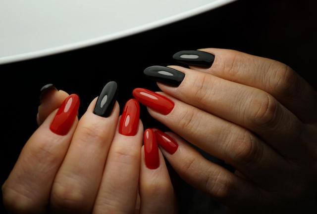 10 pięknych kolorów paznokci - przegląd typów na czerwiec