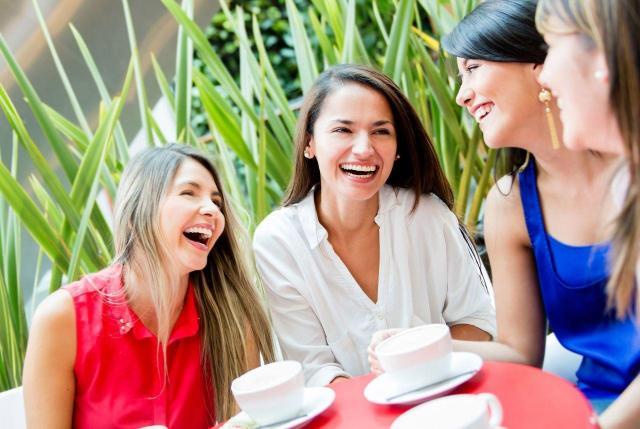 8 zalet plotkowania, z którymi zgodzi się każda kobieta