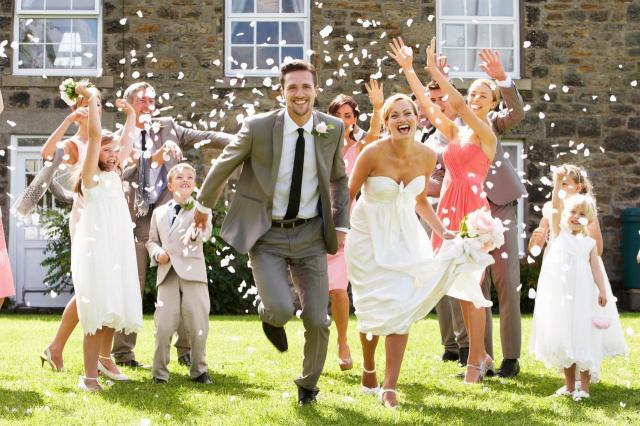 5 najgorszych życzeń, które może usłyszeć para młoda od gości