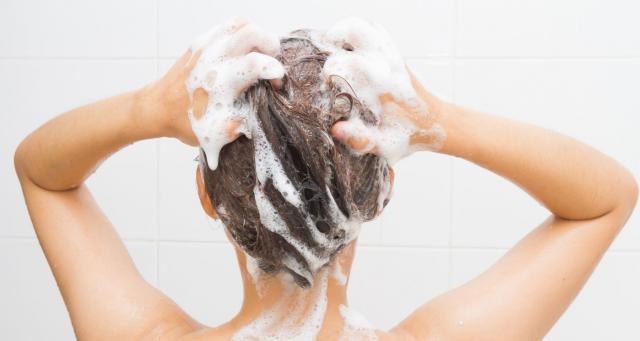 W jakich odstępach czasu najlepiej myć włosy? Praktyczne wskazówki dla każdej kobiety