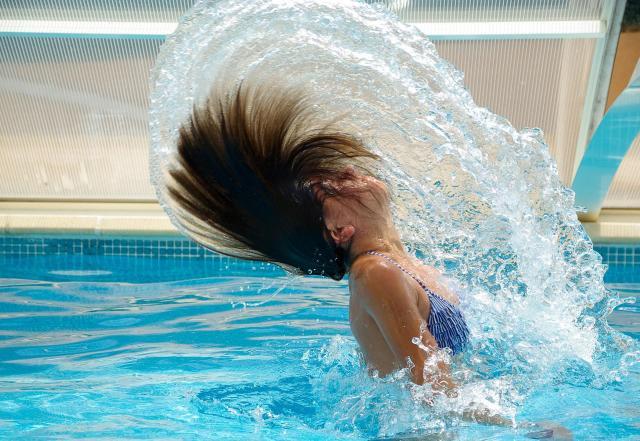 3 rzeczy, których musisz unikać na publicznych basenach