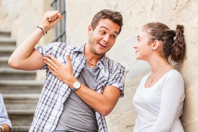 4 żenujące teksty na podryw, które odrzucają Cię od faceta