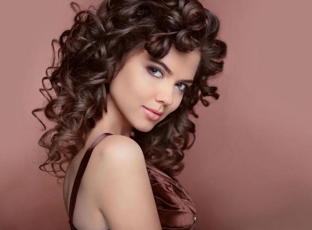 Przygotuj swoje włosy do jesieni już dziś - o tym nie możesz zapomnieć