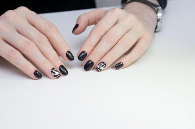 Stylowe i eleganckie paznokcie do pracy - pokochasz te kolory!