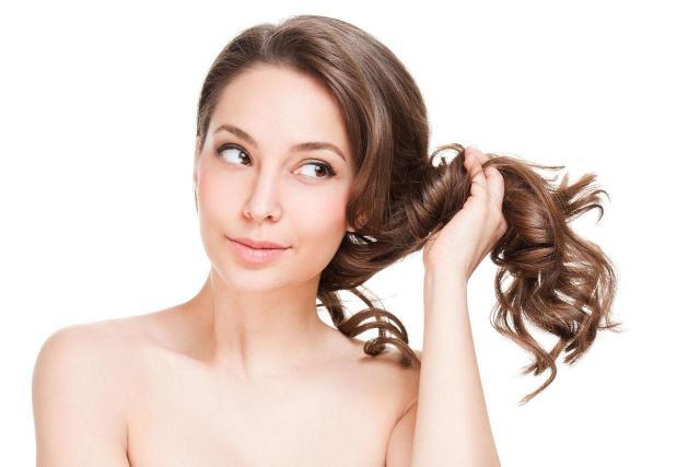 Mało znane sposoby na to, aby Twoje włosy lśniły jak nigdy