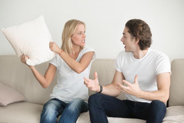 3 rzeczy, które wkurzają kobietę podczas okresu. Facet tego nie rozumie!