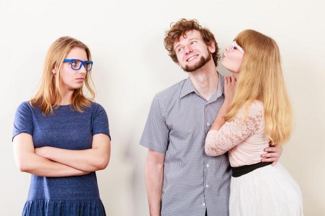 3 oznaki, że Twój facet wpadł w oko Twojej przyjaciółce!