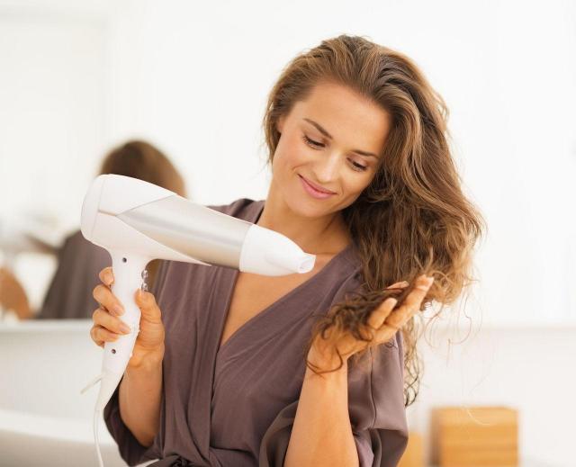 3 rzeczy, na które musisz zwrócić uwagę kupując suszarkę do włosów!