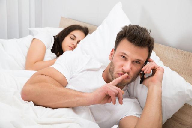 Błahe powody, dla których Twój mężczyzna może rozglądać się za innymi. Lepiej je wyeliminuj!