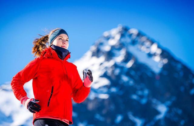 Jak biegać w zimie, żeby się nie przeziębić? O to zadbaj!