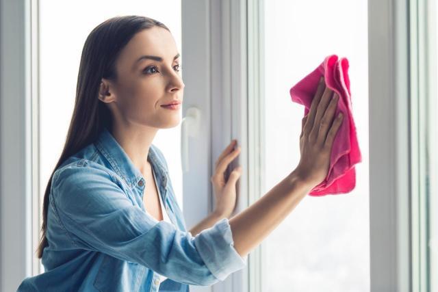 Skraplanie wody na oknie zimą - co jest przyczyną?