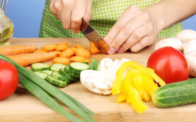 Co jeść, aby odmłodzić skórę? Czy istnieją na to sposoby?
