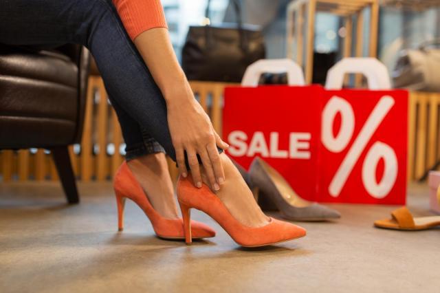 Chcesz kupić modne buty na kolejny sezon? Zobacz, jak zrobić to taniej!