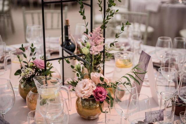 Czy warto korzystać z usług konsultanta ślubnego podczas organizacji wesela w plenerze?
