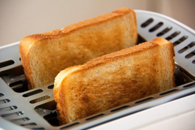 Tosty na śniadanie. Jaki toster wybrać?