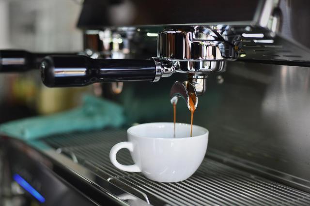 3 ekspresy do kawy od DeLonghi, które warto mieć w swoim domu. Który z nich wybierzesz?