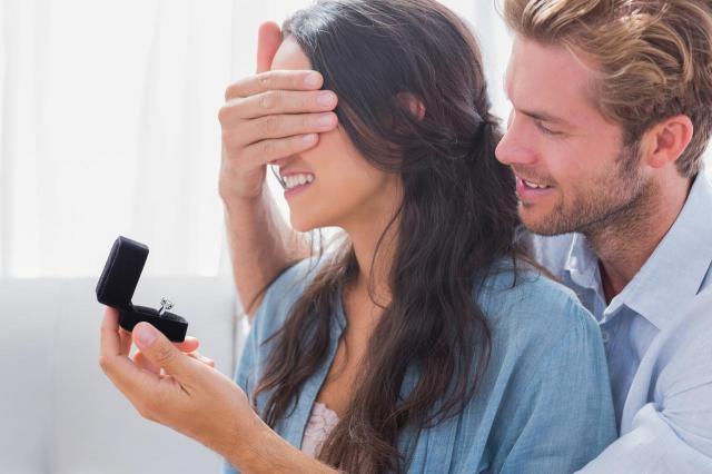 3 powody dla których on zwleka z zaręczynami