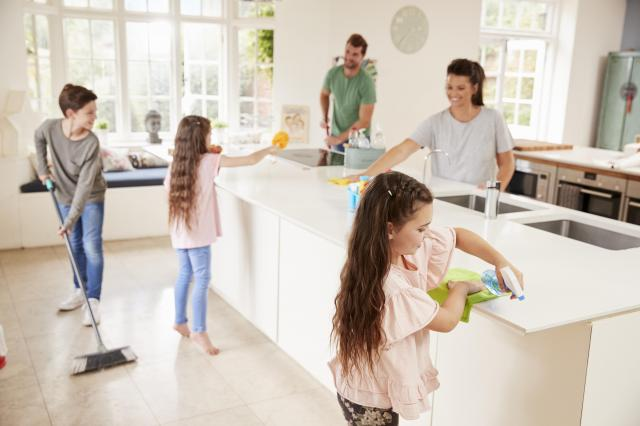 Czysty dom wymaga poświęceń. Jak zorganizować domowe obowiązki?